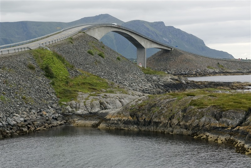 The Atlantic Road along the coast of eastern Norway is one of the most scenic roadtrips in the world (c) Innovation Norway
